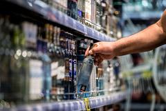 Мантуров сообщил, что после пива могут начать маркировку крепкого алкоголя