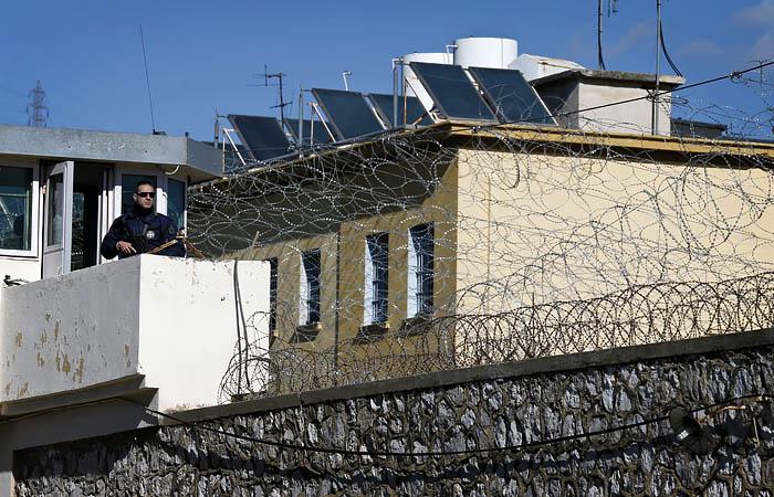 Два моряка из РФ осуждены на 300 лет в Греции за перевозку нелегалов