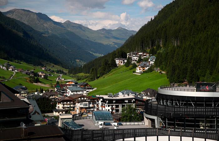 К правительству Австрии подан иск из-за COVID-19 на курорте в Тироле