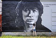 Петербургским коммунальщикам временно запретили закрашивать граффити