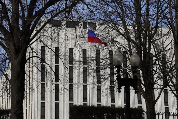 Дипломаты призвали США бороться не с вакцинами РФ, а c COVID-19