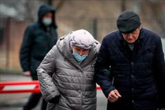 Москвичей старше 65 лет попросили оставаться дома из-за COVID-19