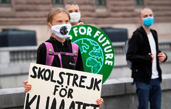 Грета Тунберг после перерыва пришла на пятничную акцию в Стокгольме