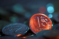 Рубль вечером обновил многомесячные минимумы к доллару и евро