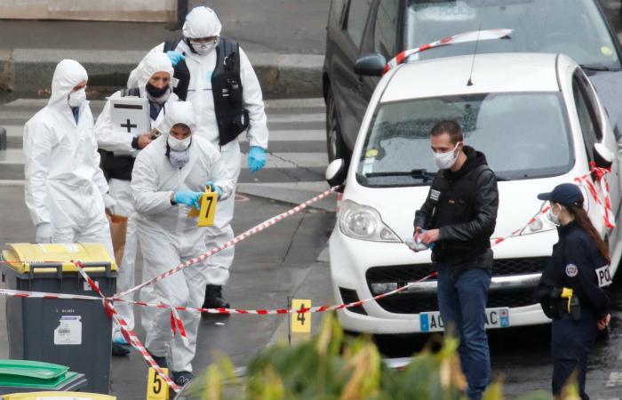 Напавший на людей в Париже мстил за карикатуру в Charlie Hebdo