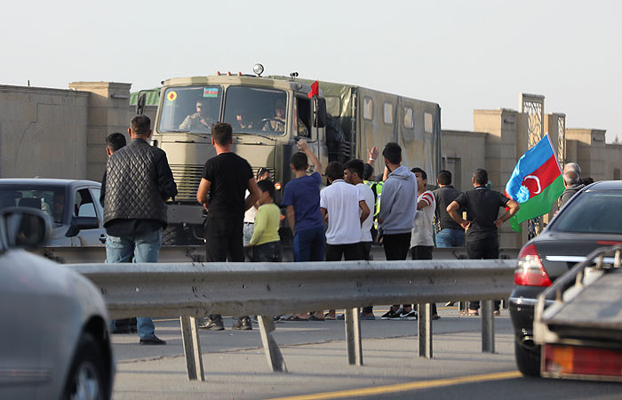 В Азербайджане с понедельника введут военное положение