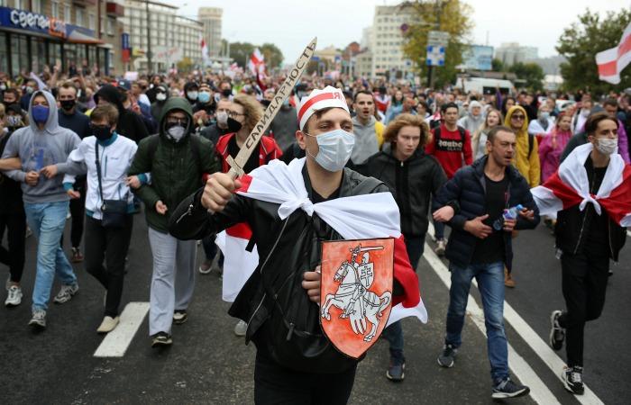 Число участников акции протеста в Минске превысило 100 тысяч человек