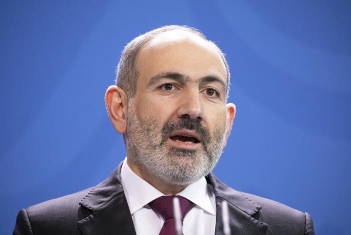 Премьер Армении обвинил Азербайджан в инсценировке нападения на Карабах