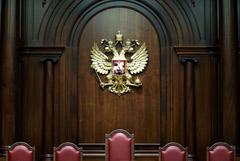 КС РФ проверит запрет покидать место проживания в период пандемии