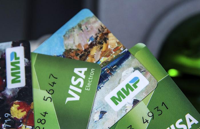 """ЦБ перенес на 31 декабря срок обязательного зачисления пенсий на карты """"Мир"""""""