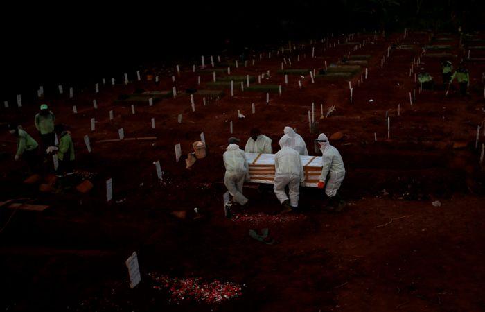 Количество умерших от коронавируса в мире превысило 1 миллион