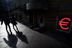 Евро пробил уровень в 93 рубля