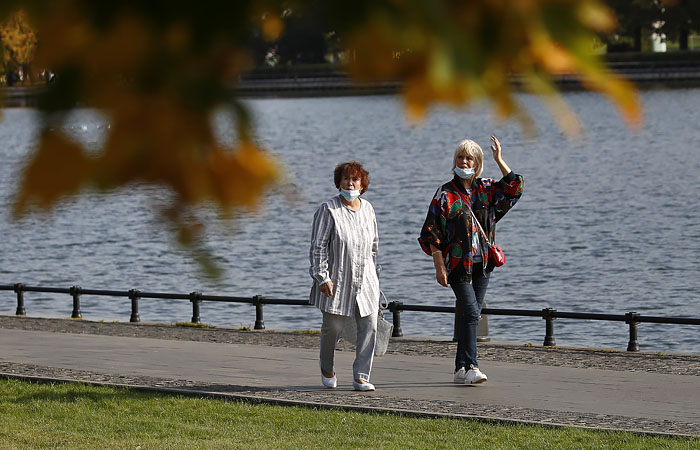 Домашний режим для пожилых и хроников в Москве установили на месяц