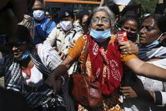 В Индии гибель девушки после изнасилования спровоцировала протесты