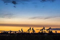 """Цены на нефть впервые с апреля завершают месяц в """"минусе"""""""