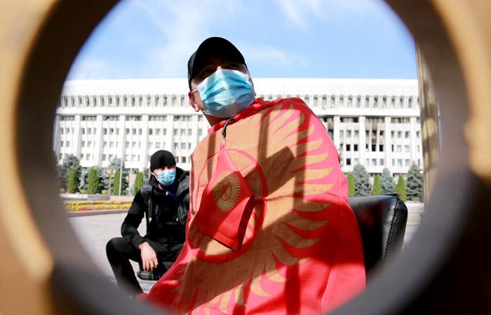 В Бишкеке ввели режим ЧП до 21 октября