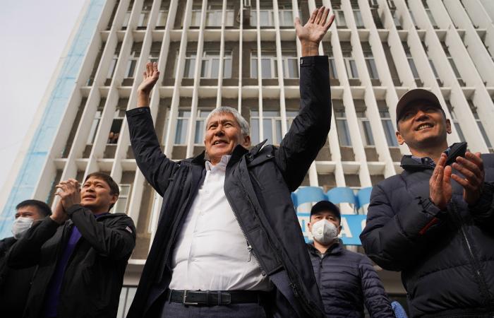 Генпрокуратура Киргизии сочла незаконным освобождение Атамбаева