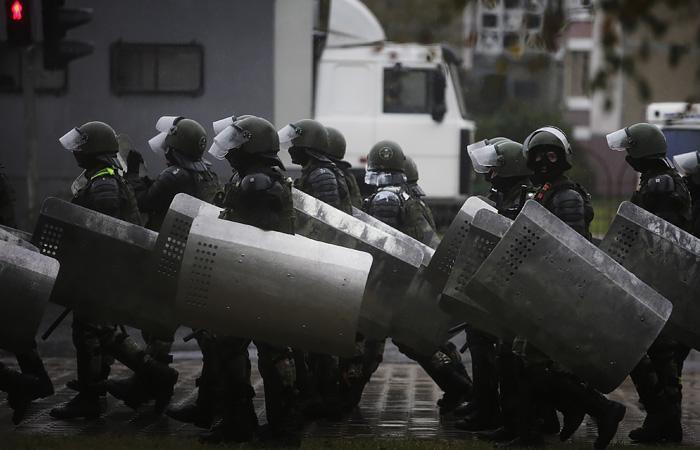В МВД Белоруссии пригрозили применением боевого оружия на протестах