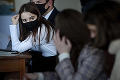 Учеников 6-11 классов в Москве переведут на дистанционное обучение