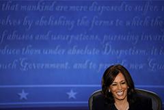 Кандидат в вице-президенты США Харрис приостановила предвыборную кампанию