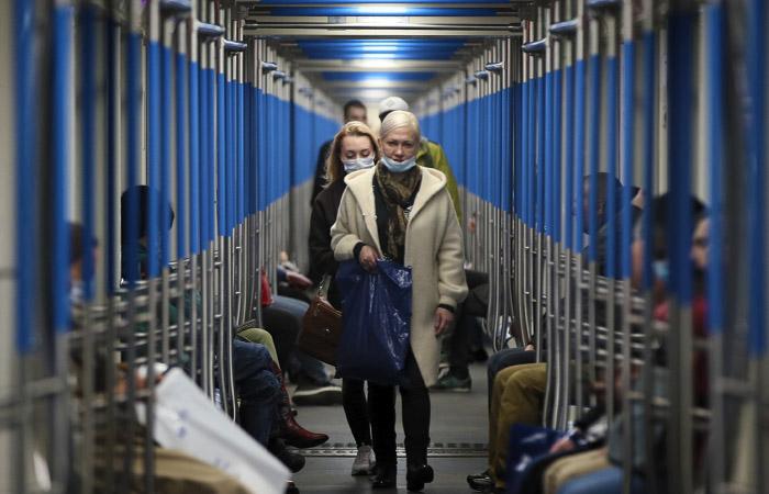 Пассажиров без масок и перчаток в московский транспорт пускать не будут