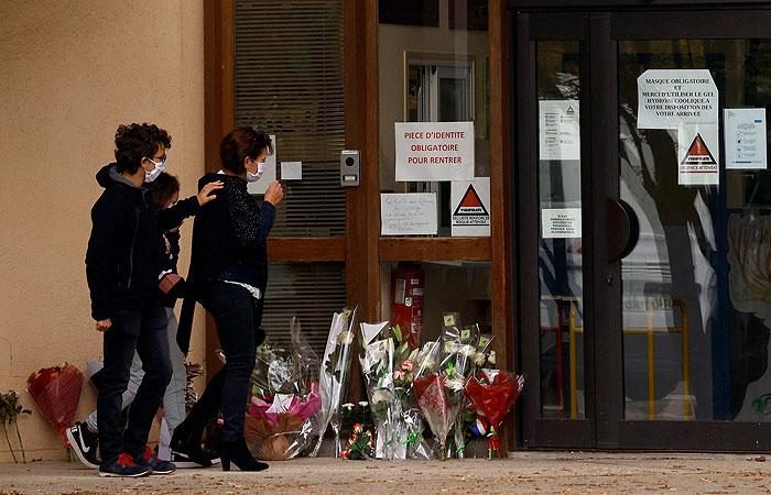 Во Франции подтвердили, что убивший учителя в Париже был чеченцем