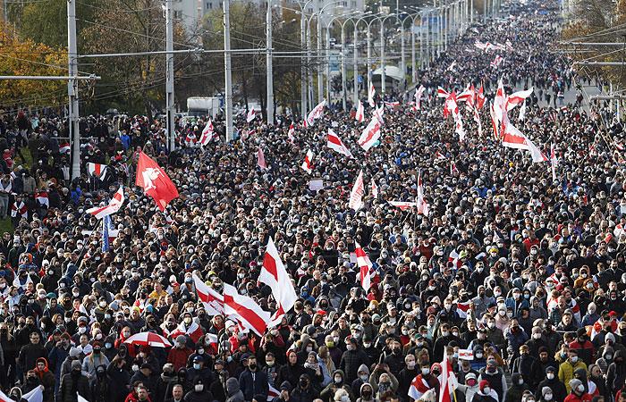 На марше оппозиции в Минске задержали уже 50 человек