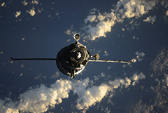 Воздух с МКС утекает через четырехсантиметровую трещину