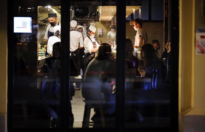 Театры и рестораны Москвы пока не ждут новых ограничений по COVID-19