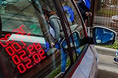 Евро опустился ниже 90 руб. впервые с 25 сентября