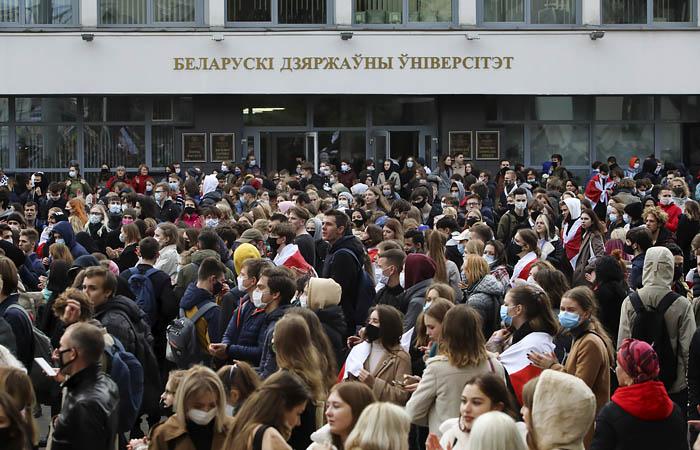 """Власти Белоруссии подтвердили """"определенные волнения"""" на предприятиях"""