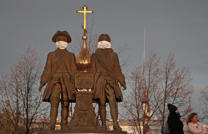 Режим обязательного ношения медицинских масок начался в России