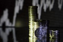 Курс рубля ускорил падение вслед за котировками нефти