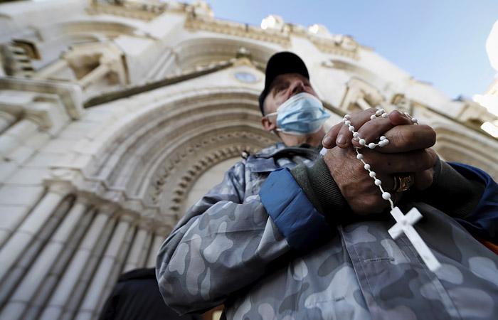 Роскомнадзор попросил СМИ не публиковать оскорбляющих верующих материалы