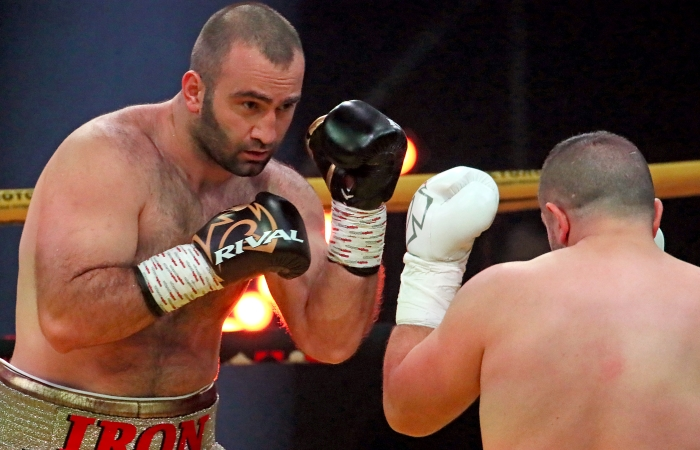 Гассиев нокаутировал Сефери в дебютном поединке среди супертяжеловесов