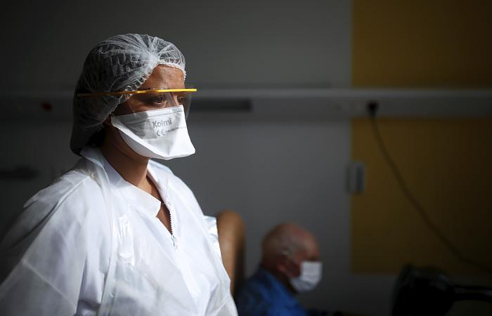 Франция отправит часть пациентов с коронавирусом в больницы Германии