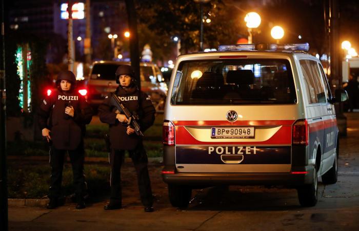 Полиция перекрыла улицу в районе стрельбы
