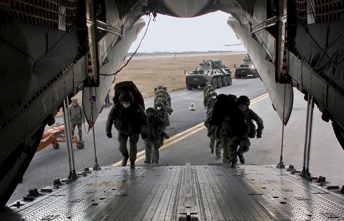 Три самолета с российскими миротворцами прибыли на аэродром в Армении