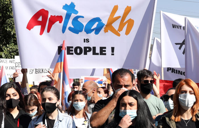Демонстранты полностью захватили здание правительства Армении