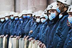К зданию правительства Армении вновь начали стекаться протестующие
