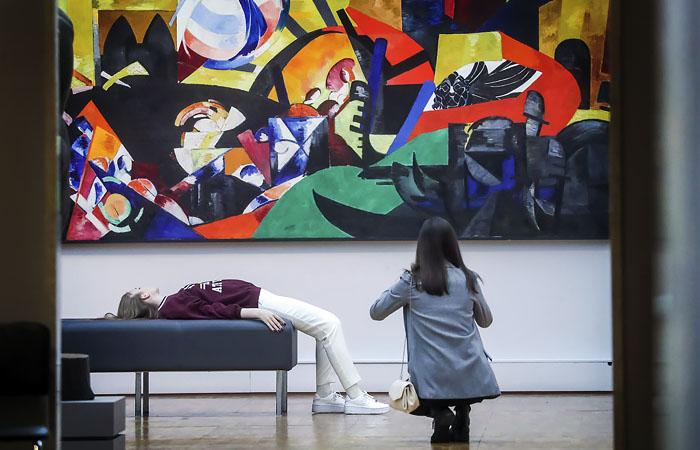 В музеях Москвы с пятницы приостановят выставки и групповые экскурсии