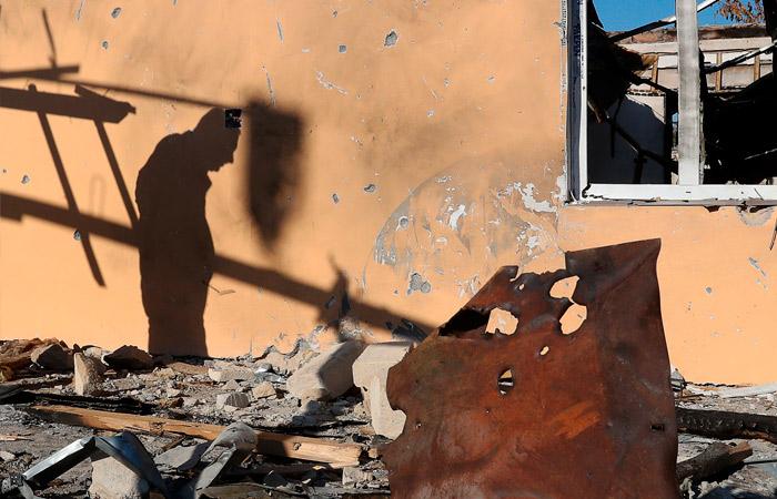 Жители переходящей Азербайджану части Карабаха стали сжигать свои дома