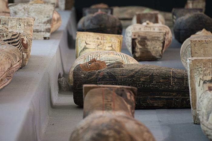 Близ Каира нашли более сотни 2500-летних саркофагов
