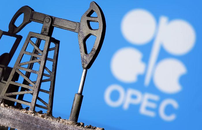 Нефть подорожала на новостях о вакцине и сигналах от ОПЕК+