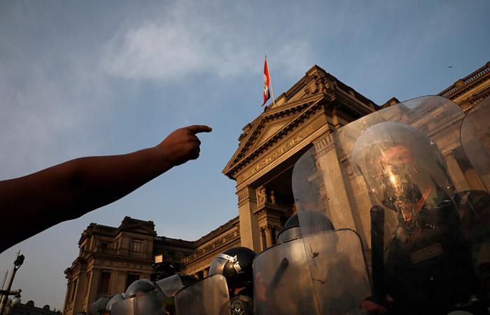 В Перу образовался вакуум власти после отставки временного президента
