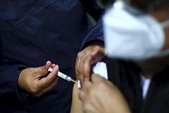 Глава ВОЗ назвал появление вакцины недостаточным для победы над COVID