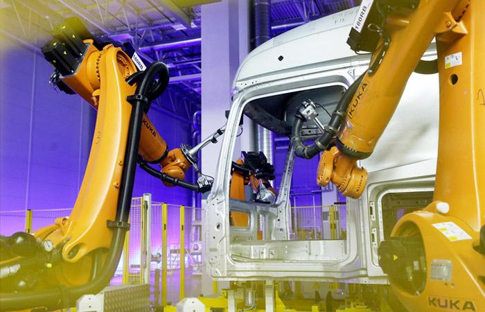 Выпуск легковых машин и грузовиков в РФ в октябре был лучшим по году