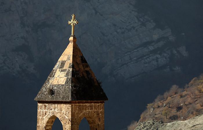 Путин призвал сохранить памятники и святыни в Карабахе