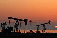 Цены на нефть остались стабильными в пятницу утром на новостях из США