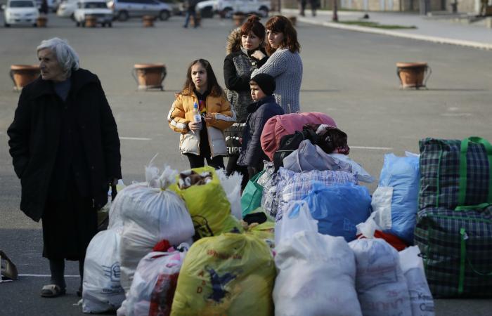 Российские миротворцы сопроводили более 1400 беженцев в Степанакерт